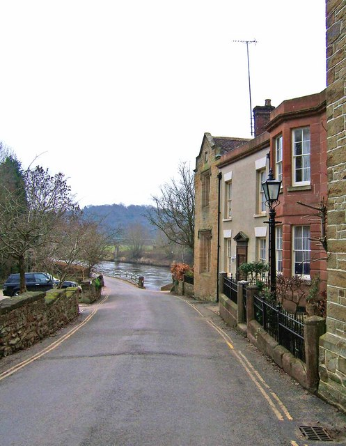 View from village street to River Severn Photo credit: P L Chadwick