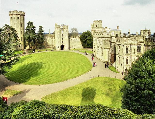 File:Warwick Castle - geograph.org.uk - 1503965.jpg