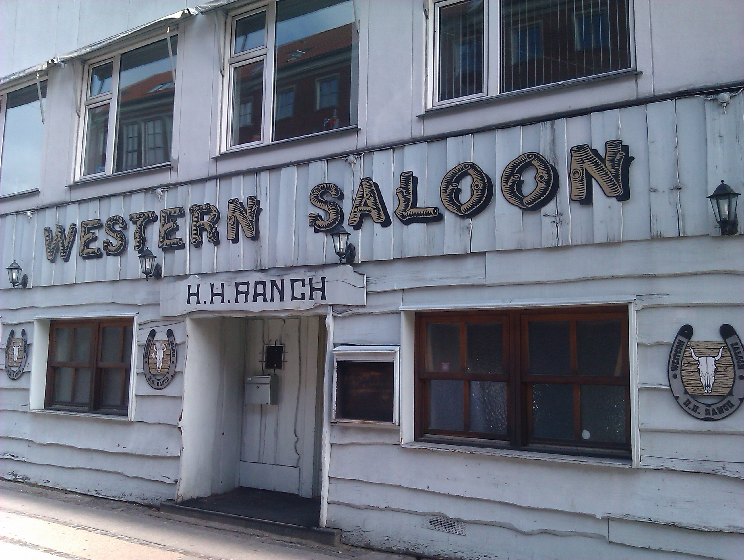 File western saloon smallegade jpg for Salon western