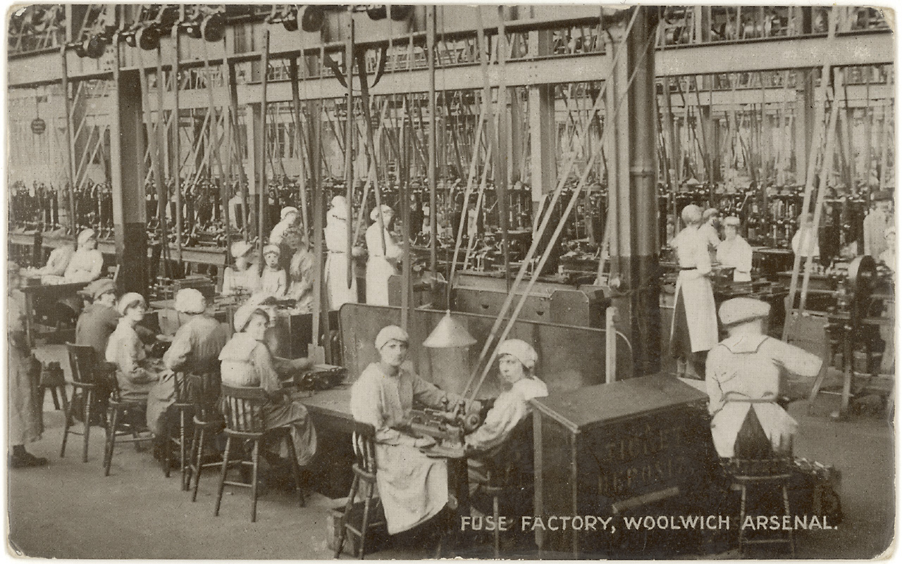 File:Workers in the fuse factory Woolwich Arsenal Flickr 4615367952 d40a18ec24 o.jpg