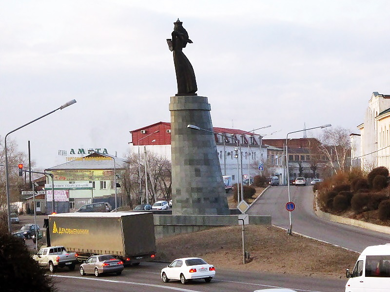 "Файл:Улан-Удэ. Монумент ""Гостеприимная Бурятия"".JPG"