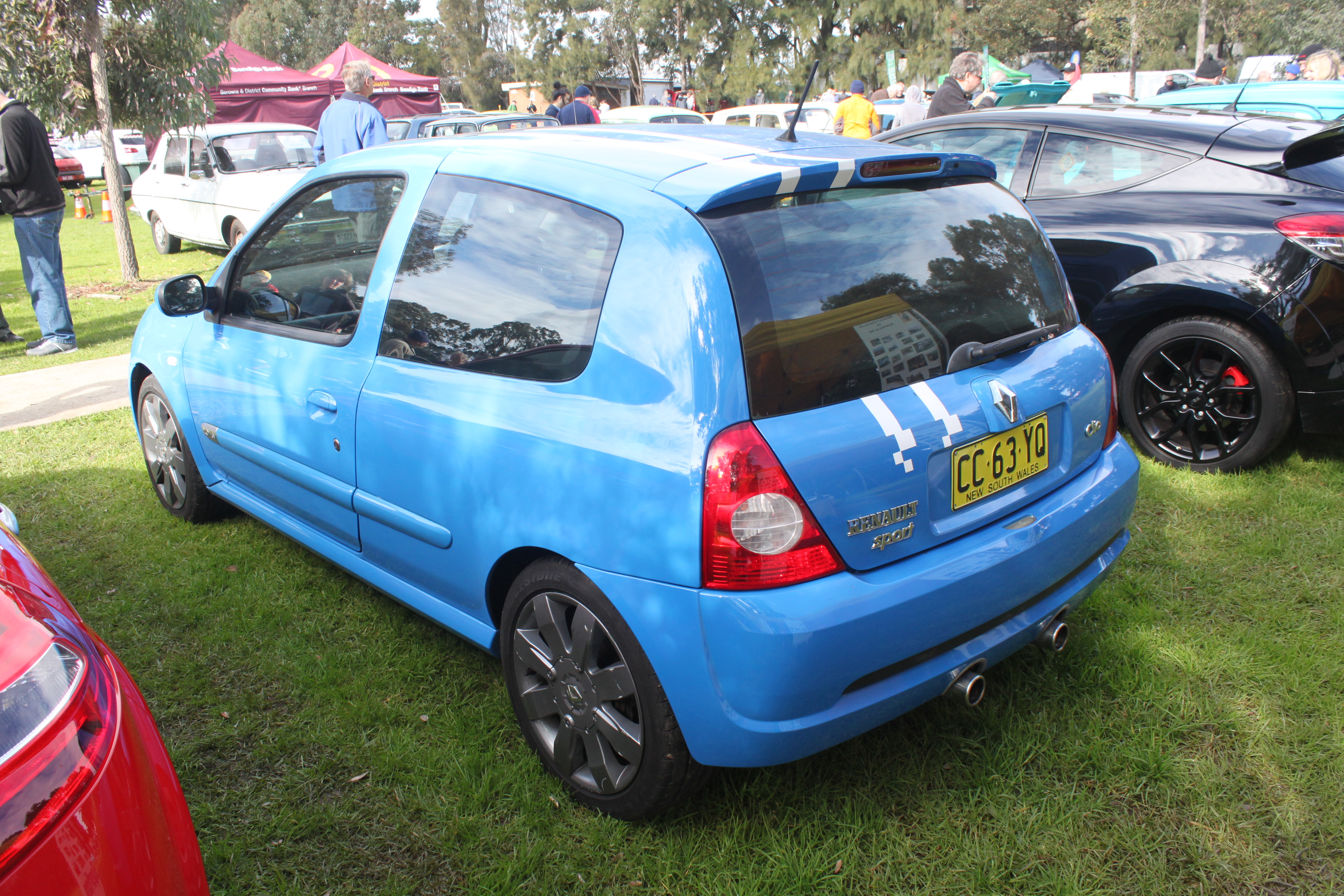 File 2005 2006 Renault Sport Clio X65 Phase 3 182 Cup F1 3 Door Hatchback 19750040320 Jpg Wikimedia Commons