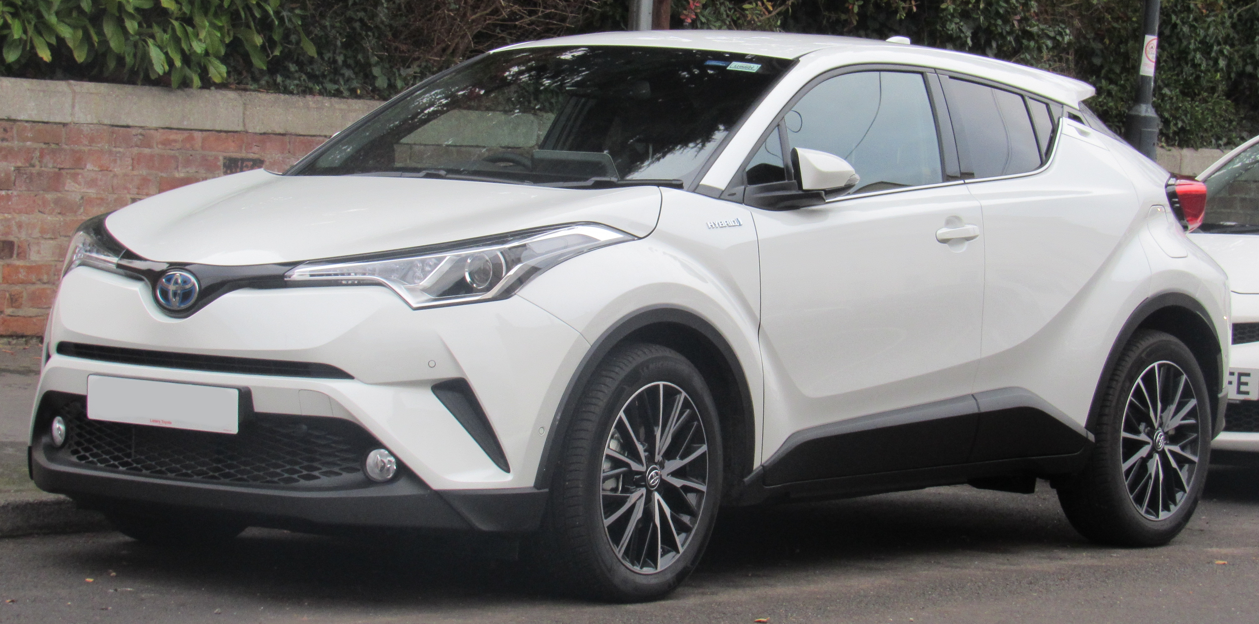 Mobil Chr Toyota >> Toyota C-HR - Wikiwand