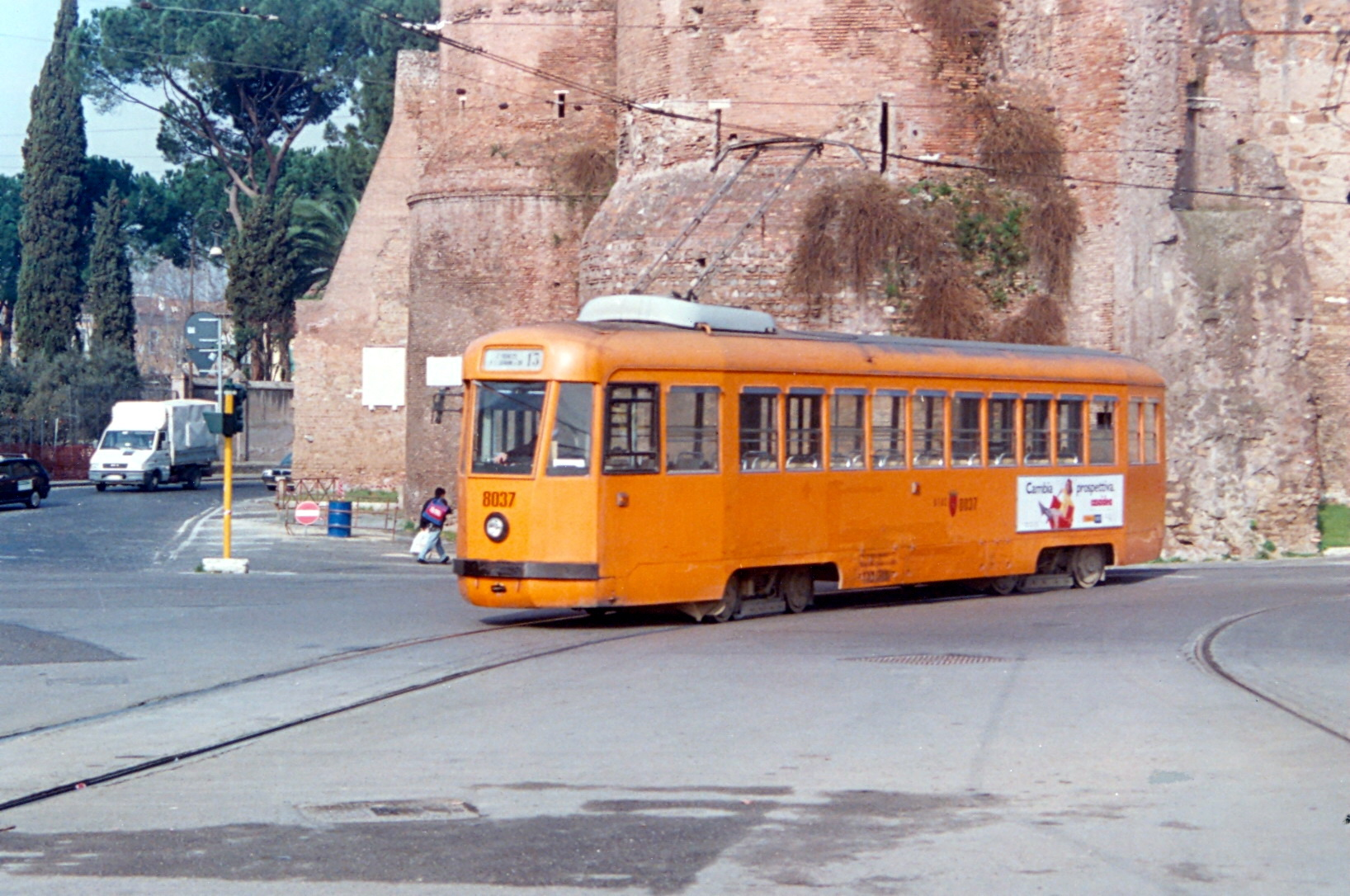 File:2127-Tram PCC 8037.jpg