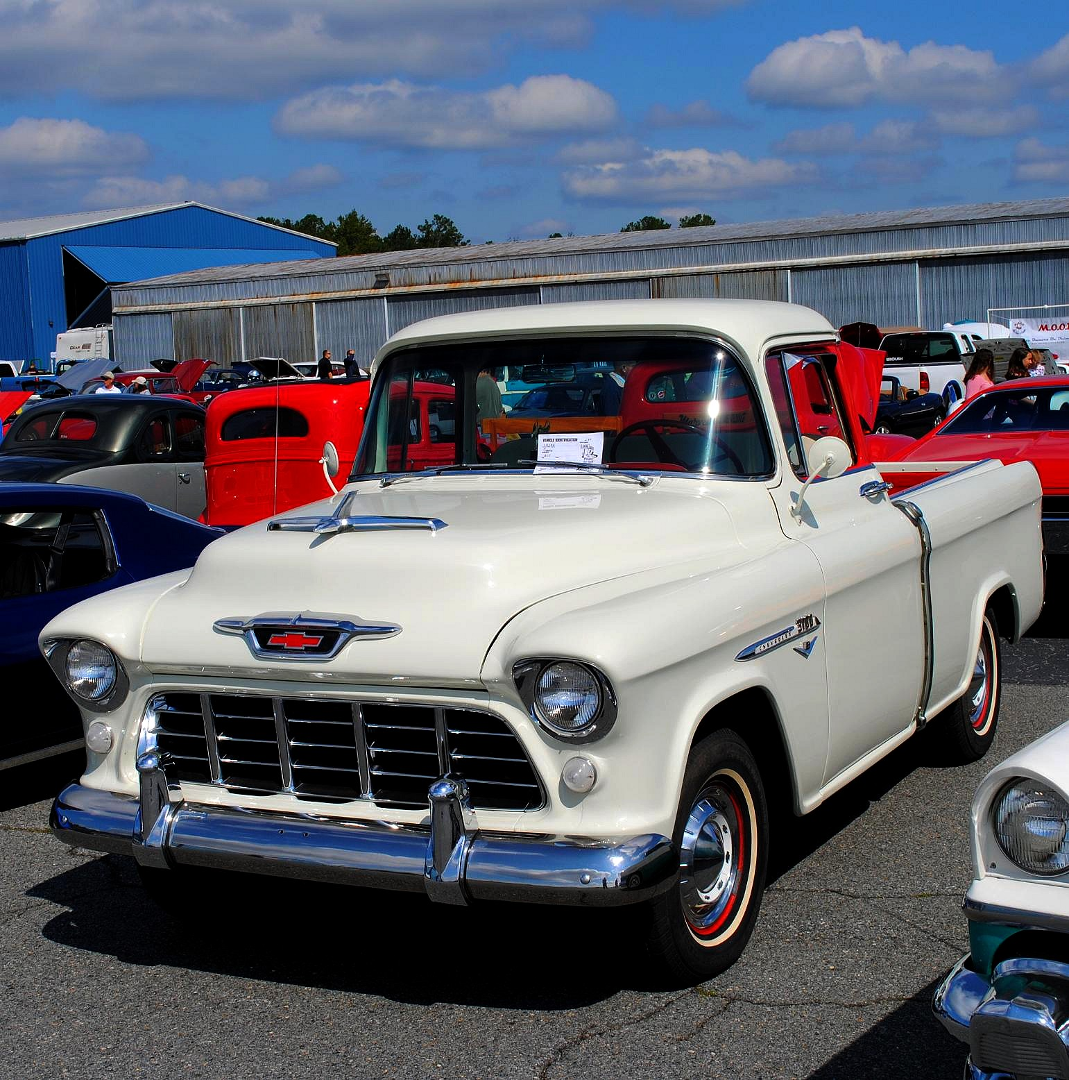File:A classic Chevrolet pick up truck.jpg - Wikimedia Commons