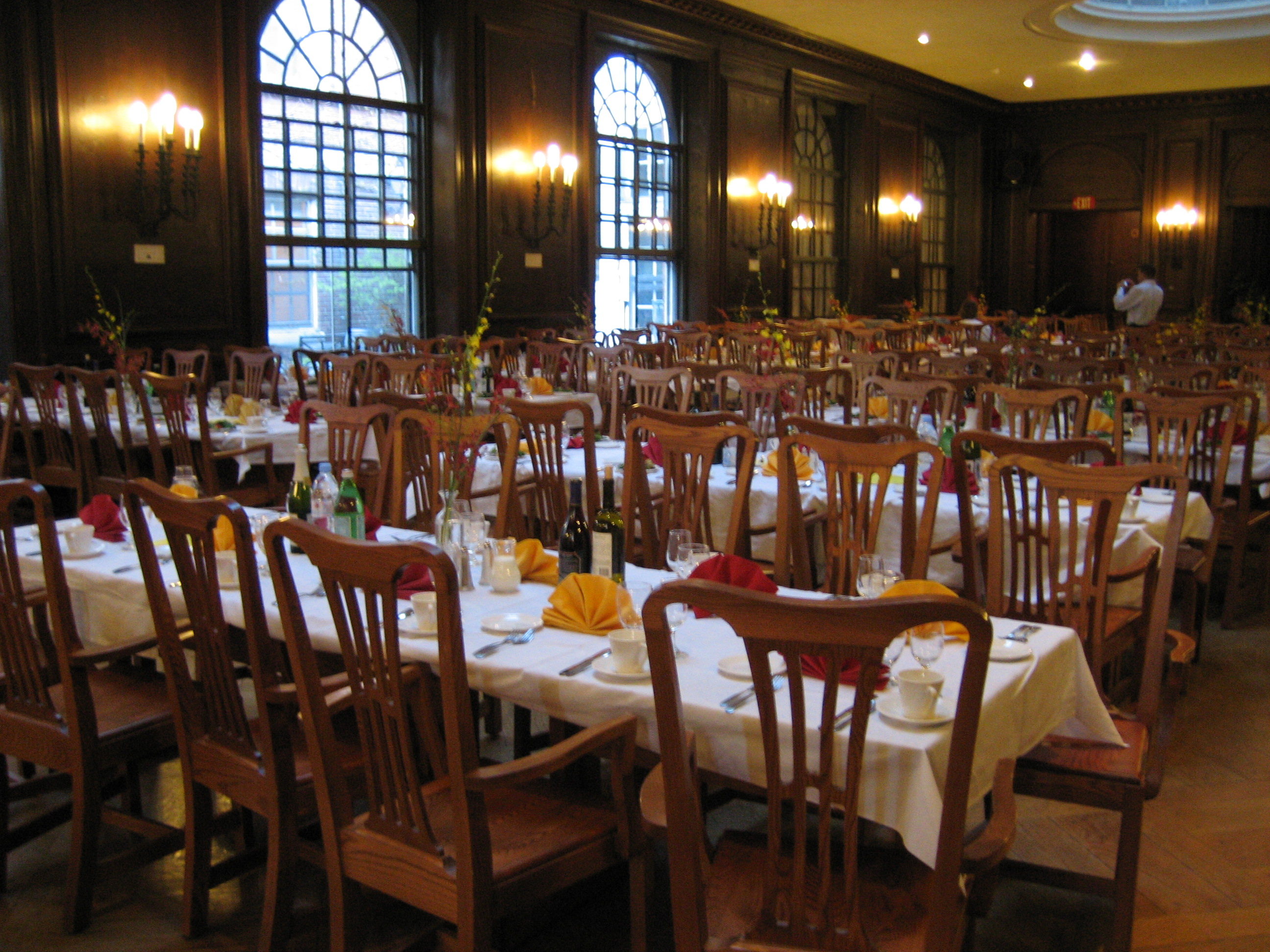 File adams house dining hall jpg wikimedia commons for U of t dining hall