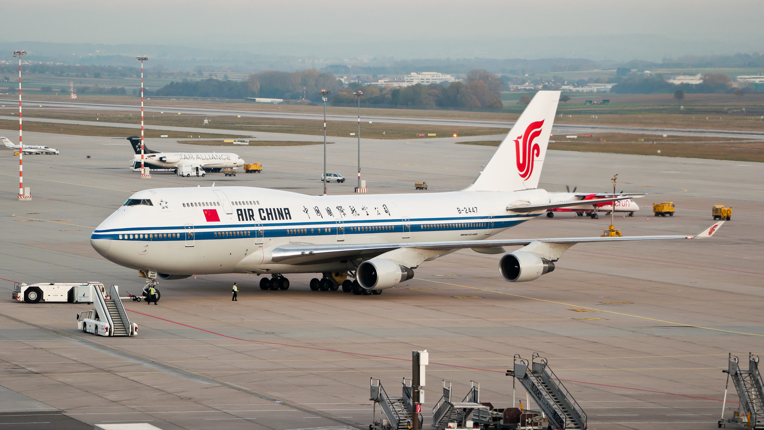 File:Air China B747-4J6 B-2447 EDDS 02.jpg