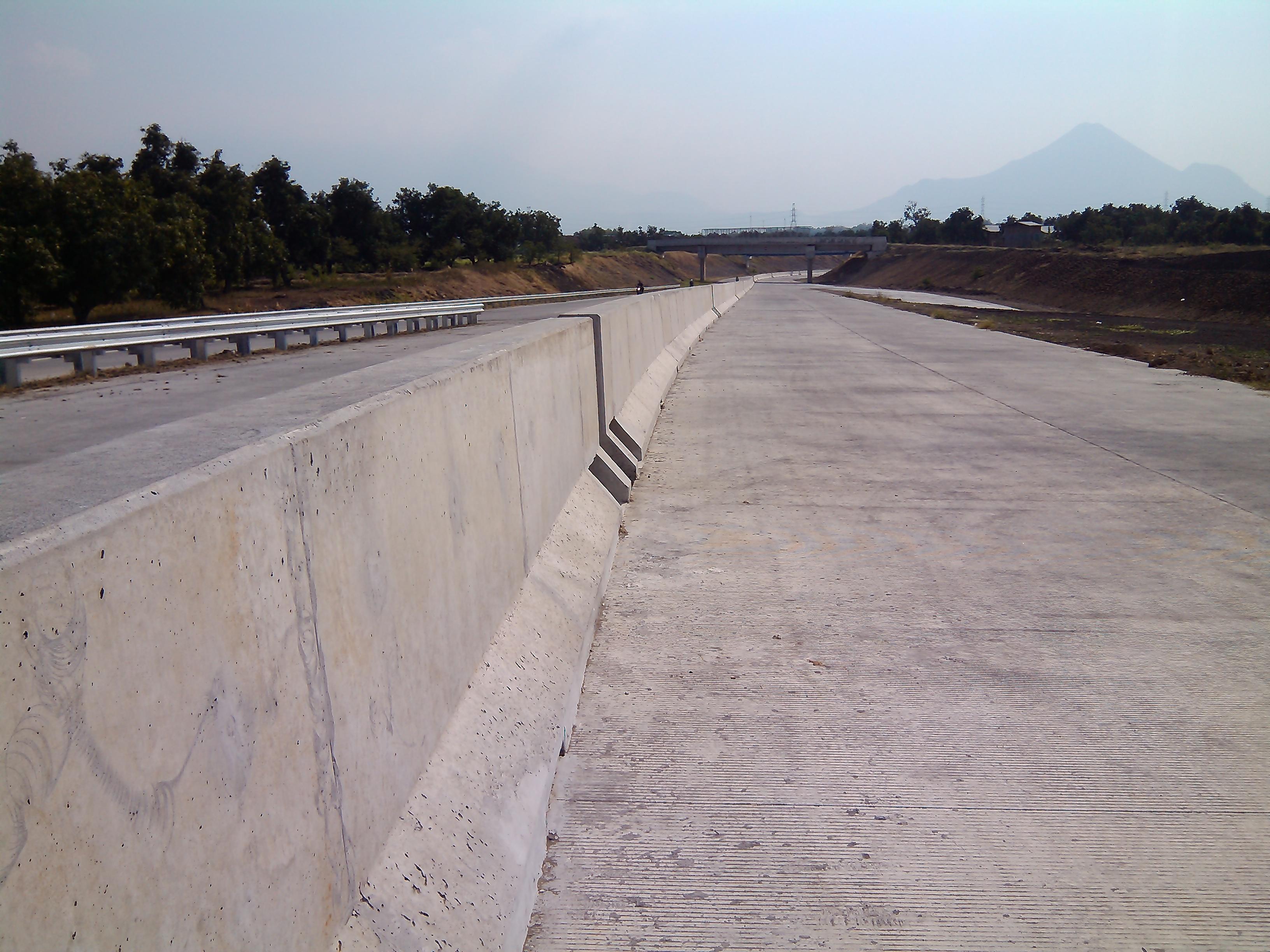 File:Akses ke jalan Tol Gempol - PIER Pasuruan di Bangil - panoramio.jpg