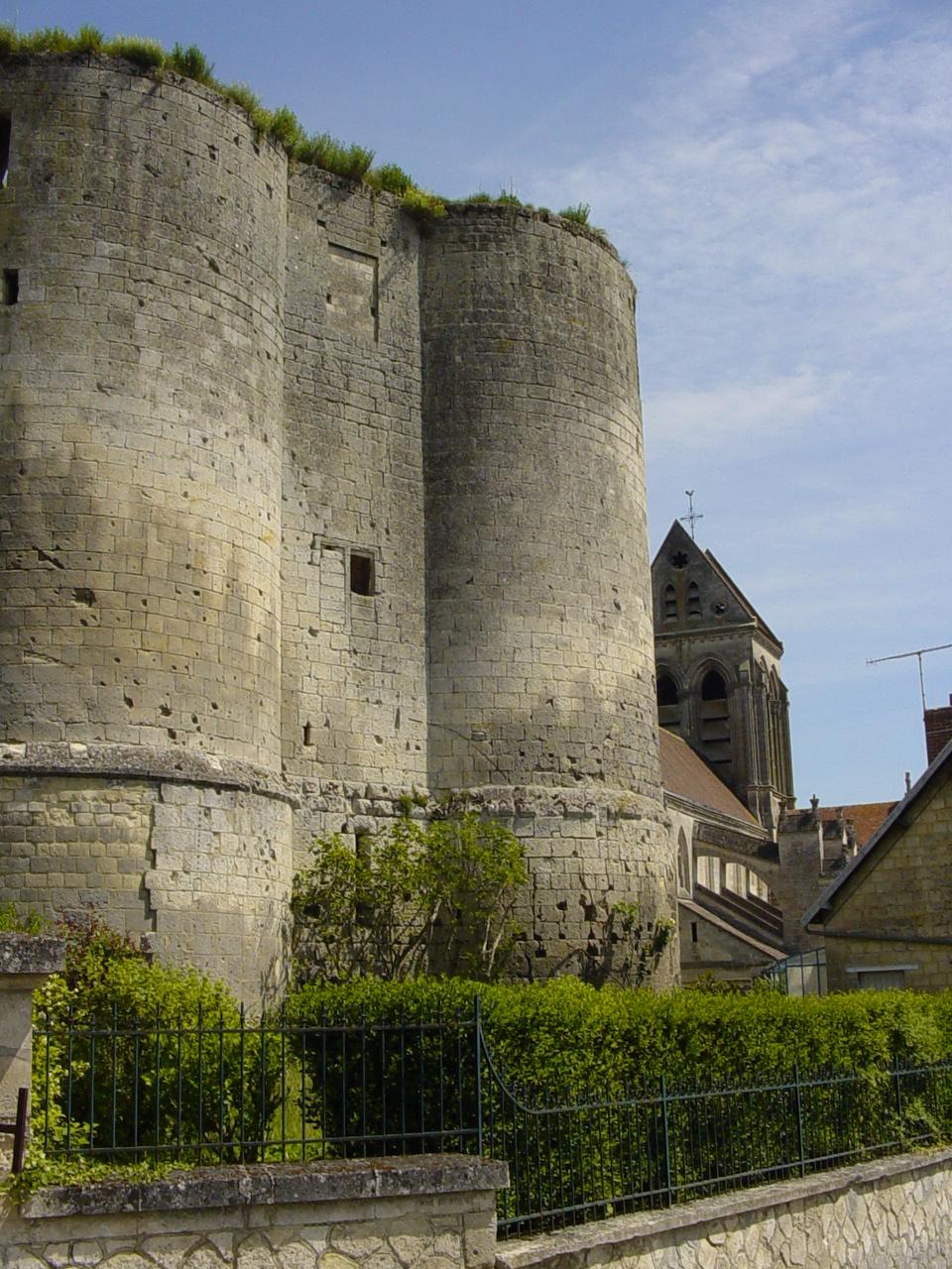 Donjon d'Ambleny — Wikipédia