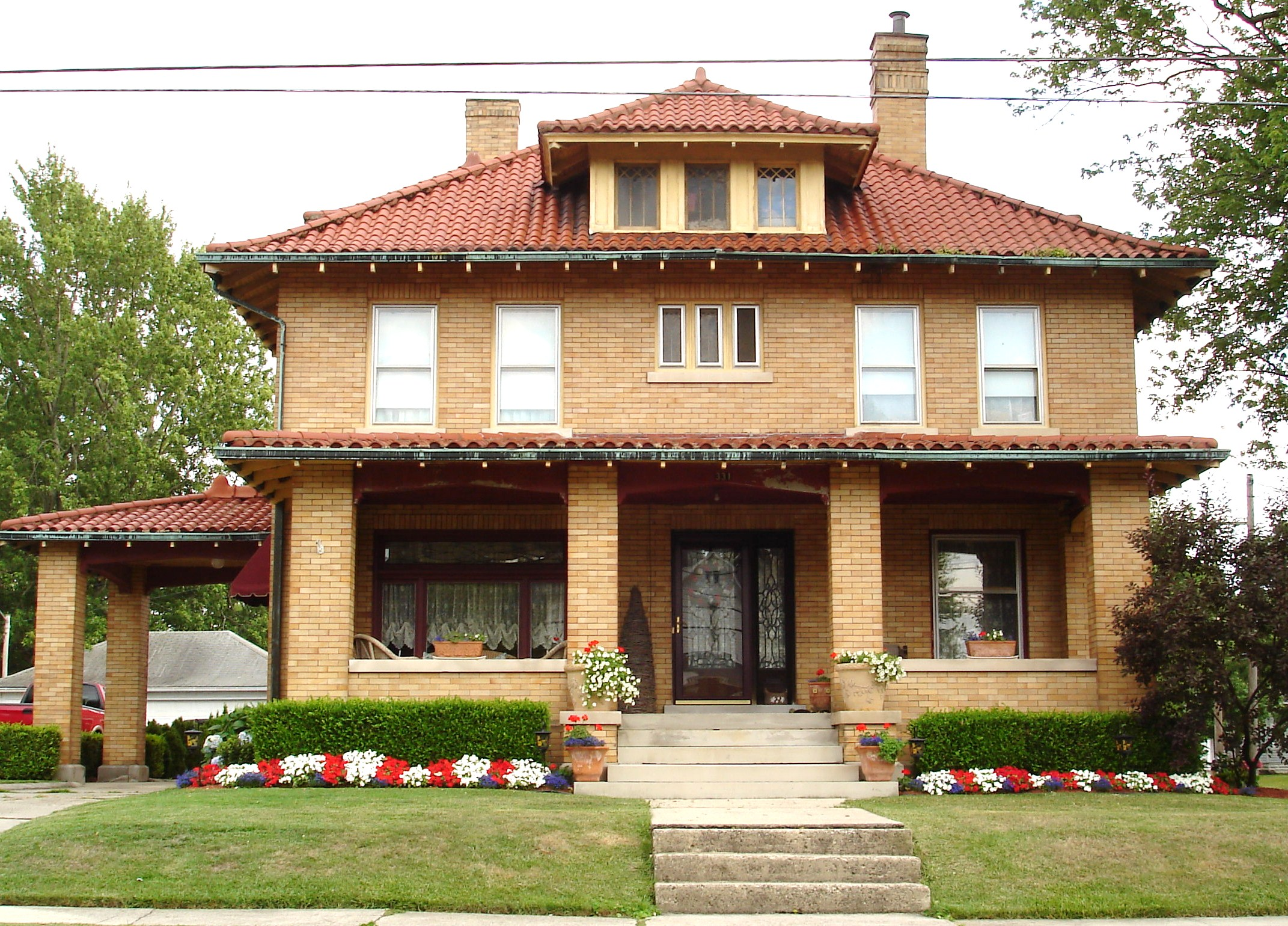File american foursquare home wikimedia for American house styles roof