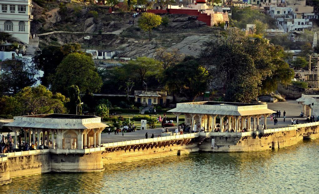 Banks of the Ana Sagar Lake