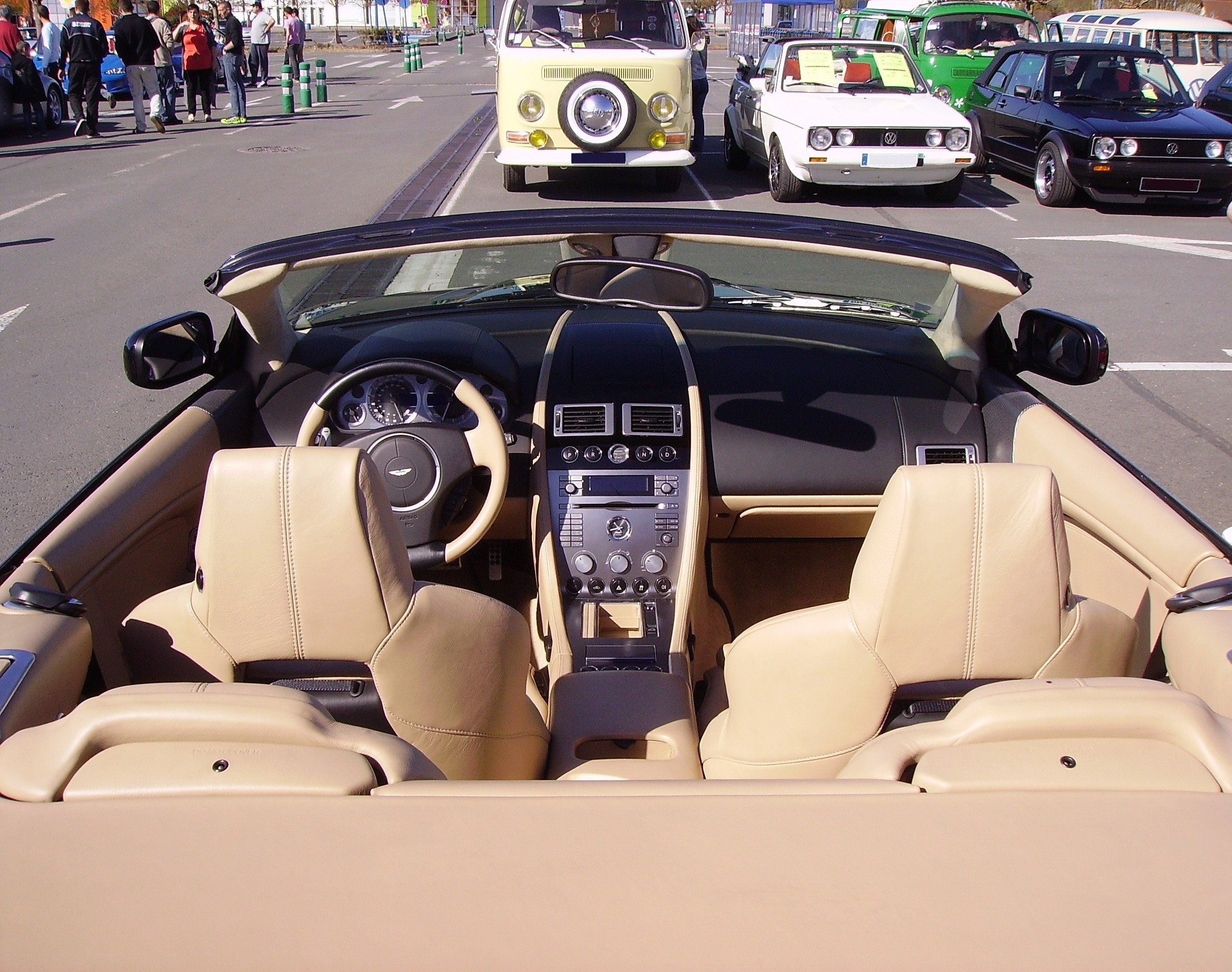 File Aston Martin Db9 Volante Inside Jpg Wikimedia Commons
