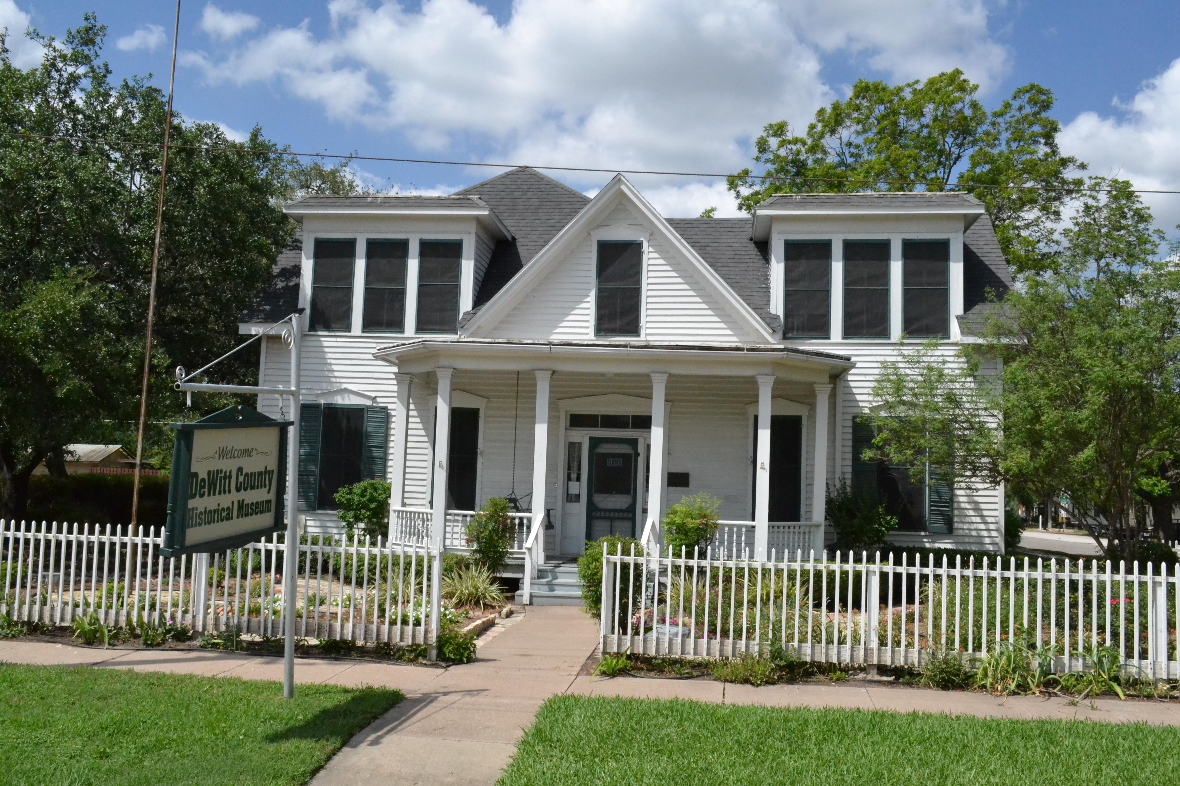 File:Bates Sheppard House, Cuero, Texas.JPG