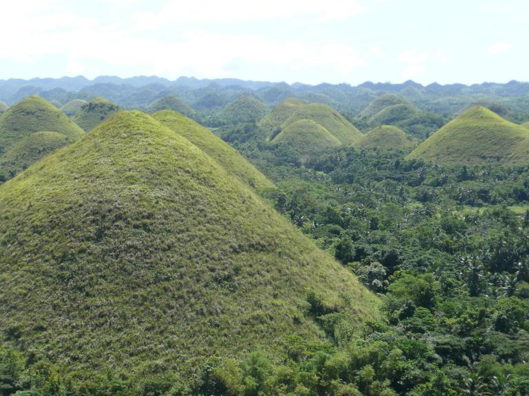 File:Bohol-chocolate-hills.JPG