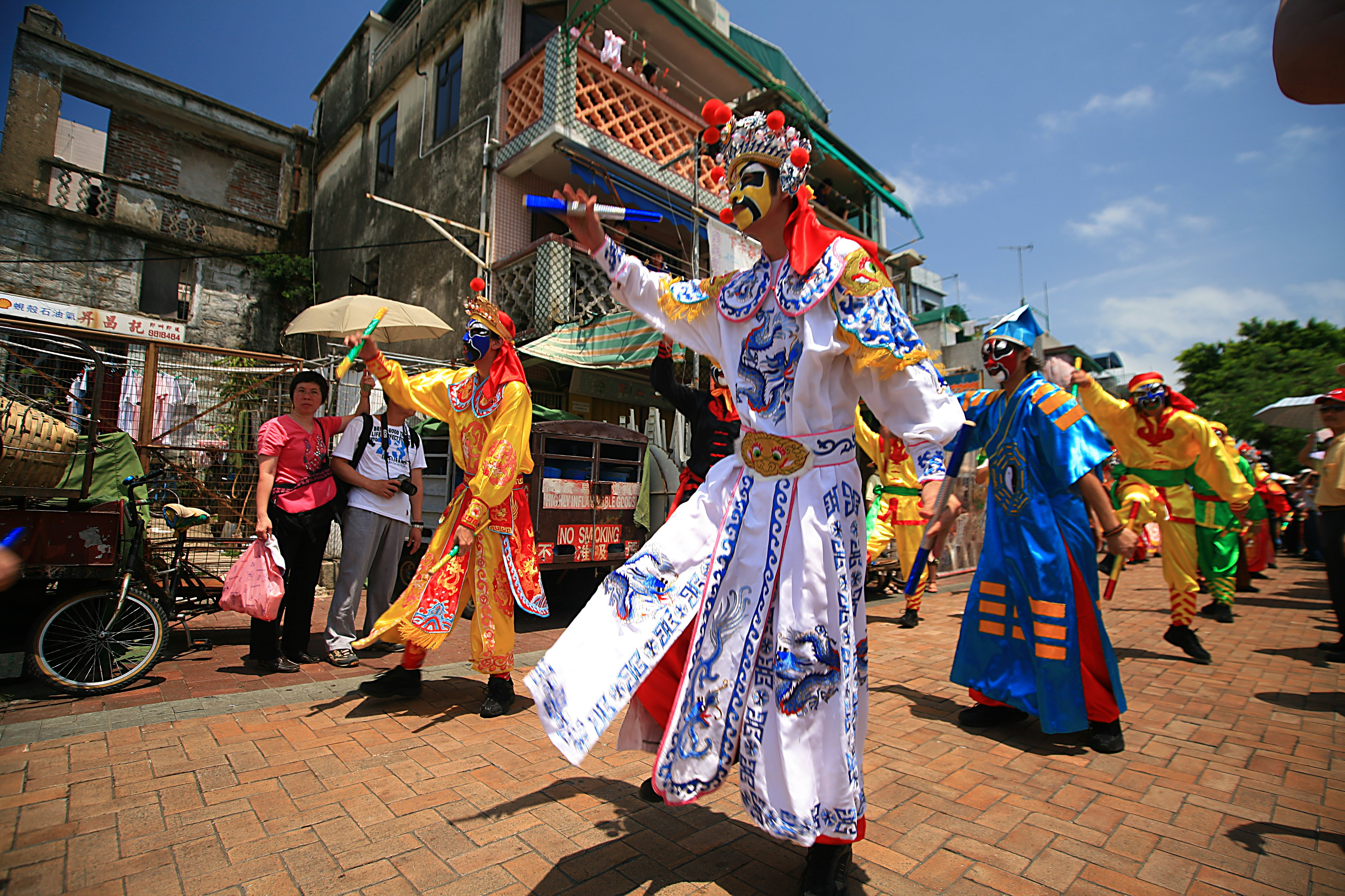 File:Bun festival Flying colors parade Cheung Chau.jpg - Wikipedia ...