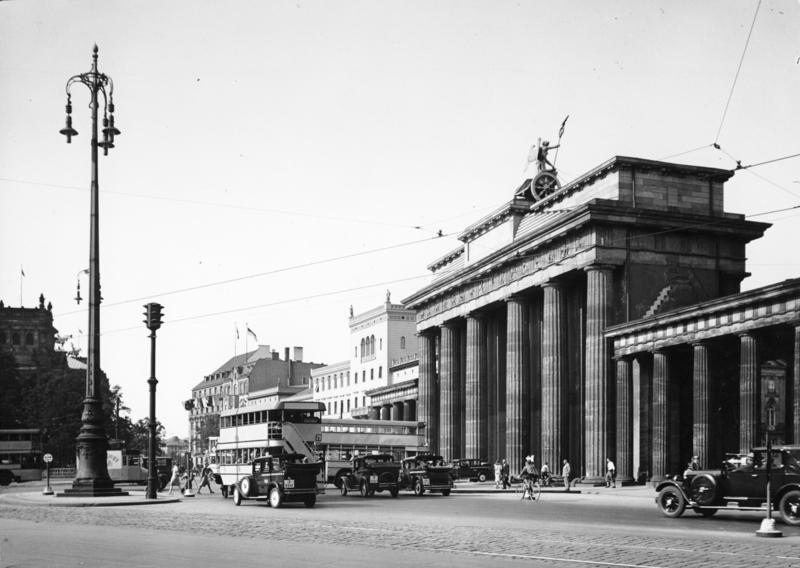Datei:Bundesarchiv B 145 Bild-P014313, Berlin, Brandenburger Tor.jpg