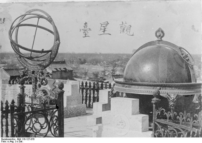questions idiotes pour Yin - Yang - Page 7 Bundesarchiv_Bild_116-127-078%2C_China-Astronomische_Ger%C3%A4te