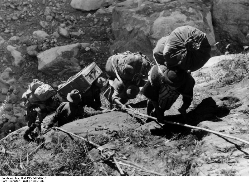 File:Bundesarchiv Bild 135-S-08-09-13, Tibetexpedition, Expedition beim Klettern.jpg