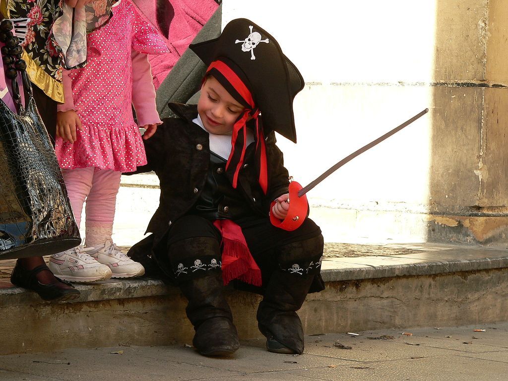 File:Carnival in Valletta - Pirate Costume.jpg - Wikimedia Commons