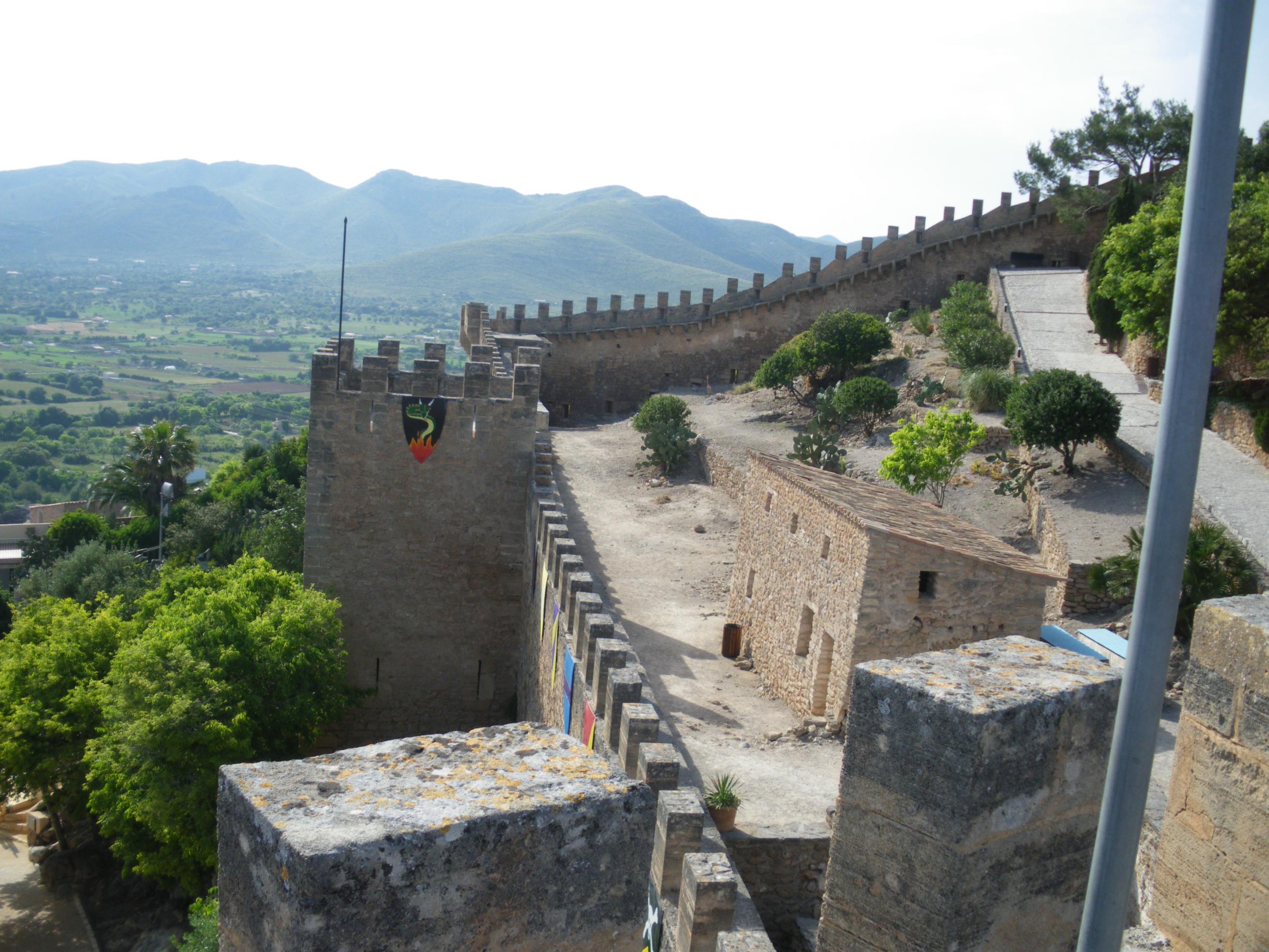 File:Castell de Capdepera.jpg