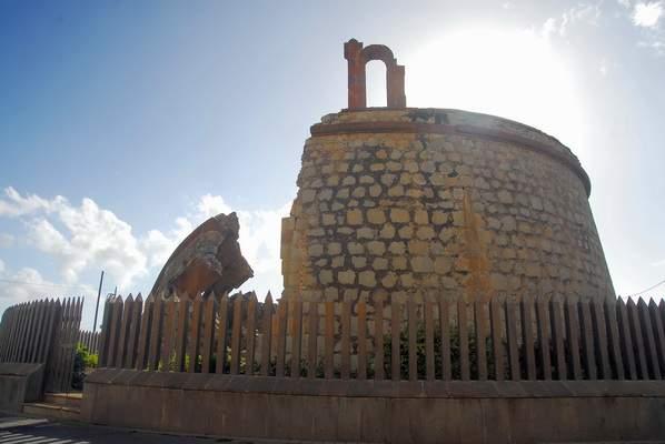 File:Castillo o Torre de San Andrés.jpg