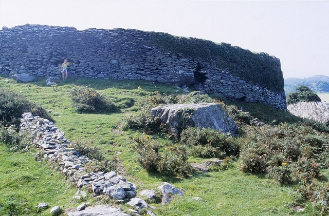File:Cathair Dónall (Caherdaniel) Ring Fort - geograph.org.uk - 1432501.jpg
