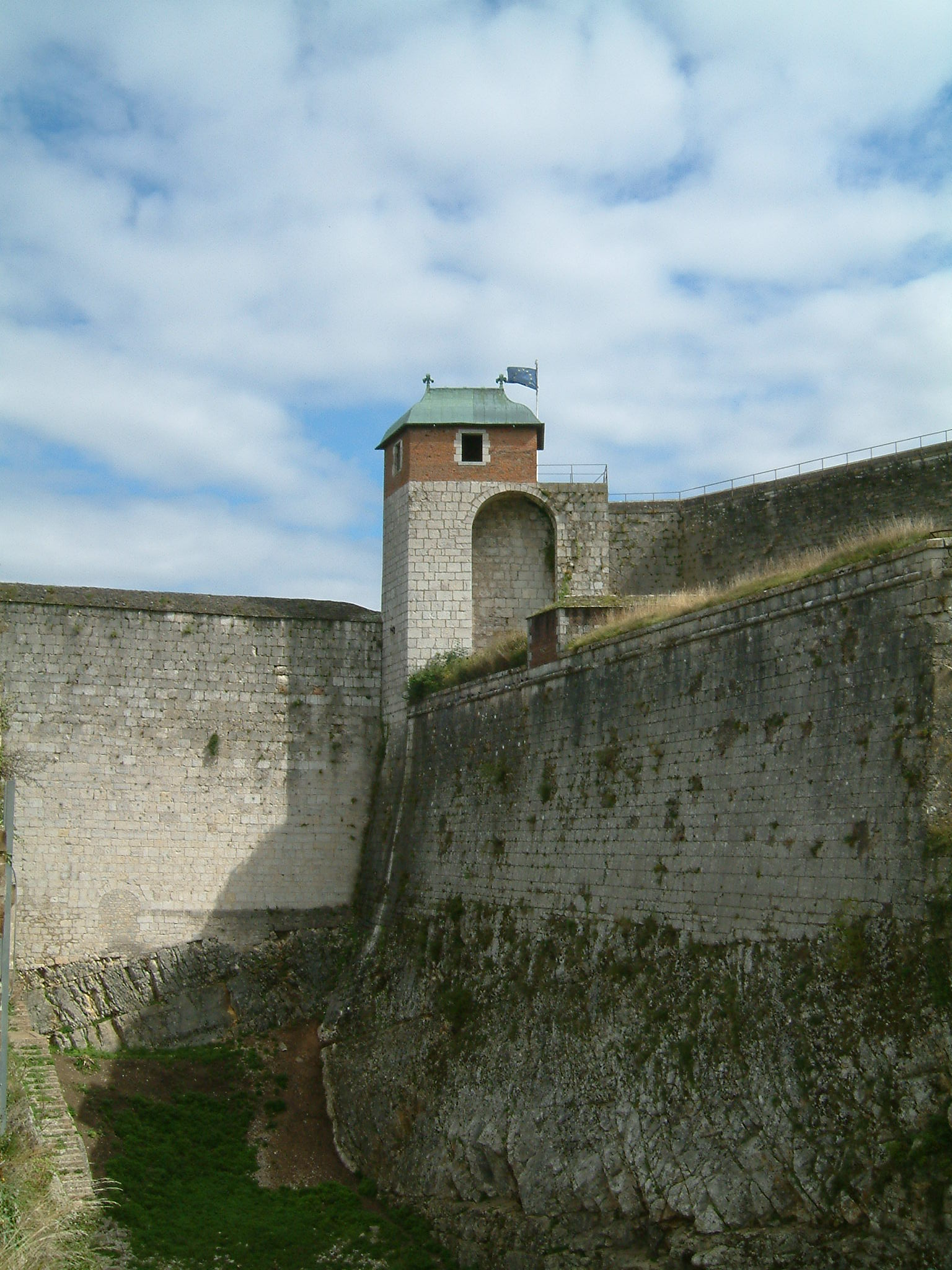File:Citadelle de Besancon - Tour du Roi 01.jpg - Wikimedia Commons