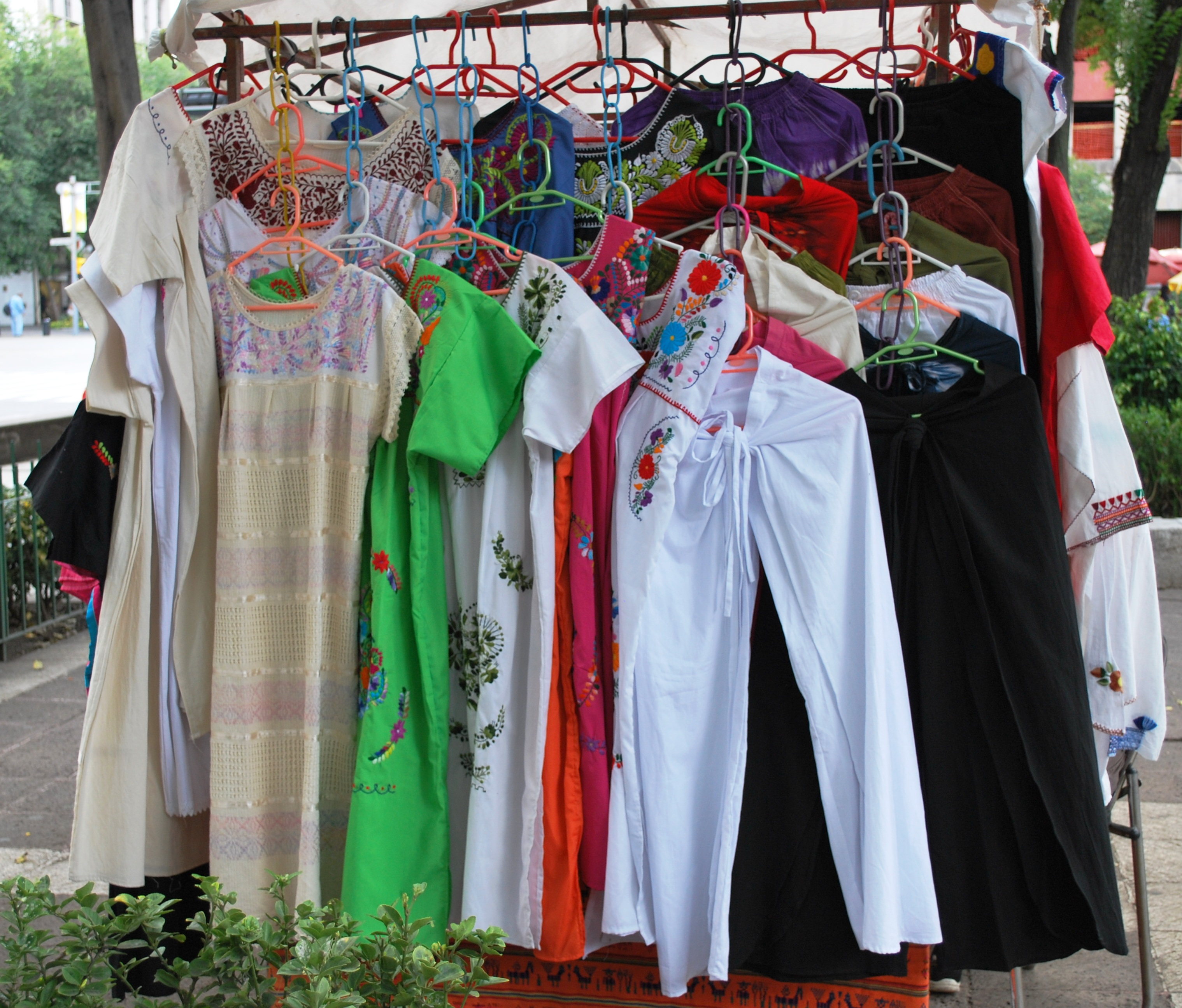 file clothessalesolidaridaddf jpg wikimedia commons