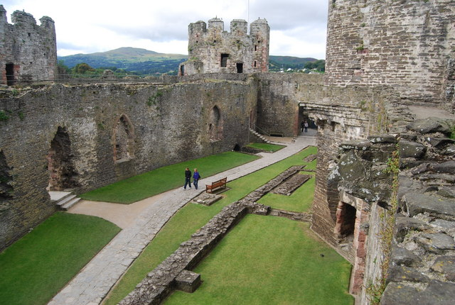 File:Conwy Castle - The Outer Ward - geograph.org.uk - 1480544.jpg