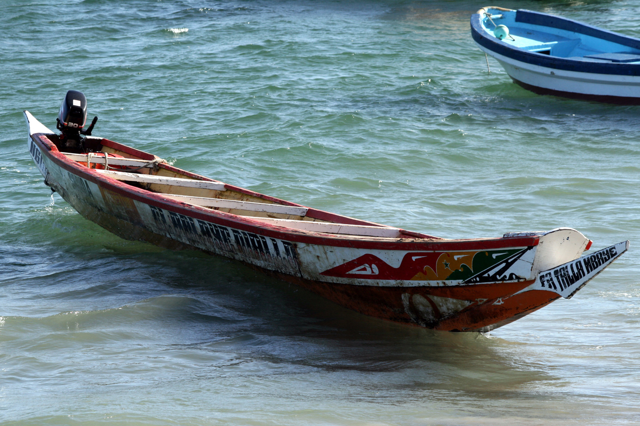 File:Dakar - Pirogue.JPG - Wikimedia Commons