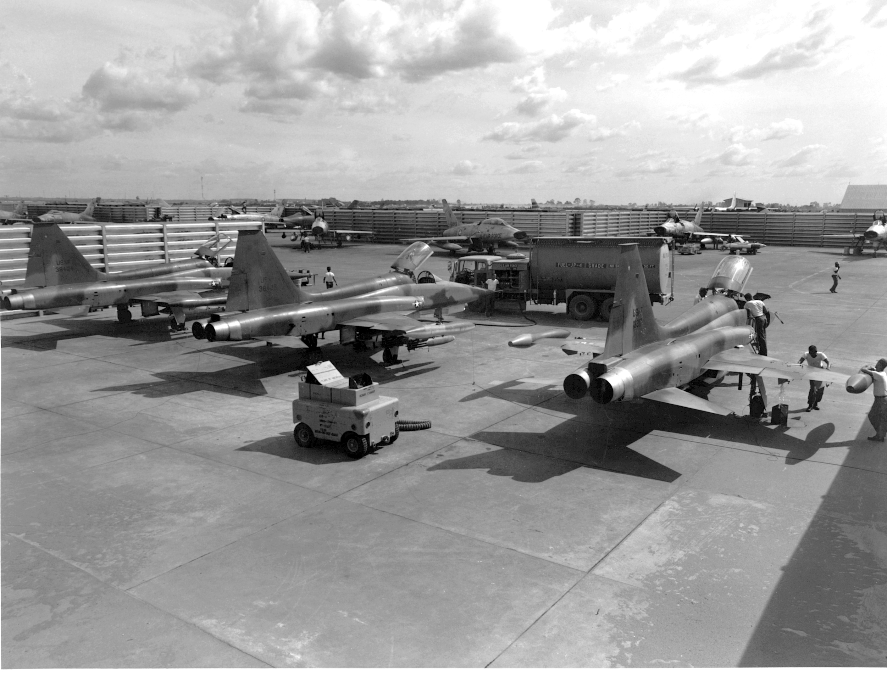F-5Cs_Bien_Hoa_31Jan1966.jpg
