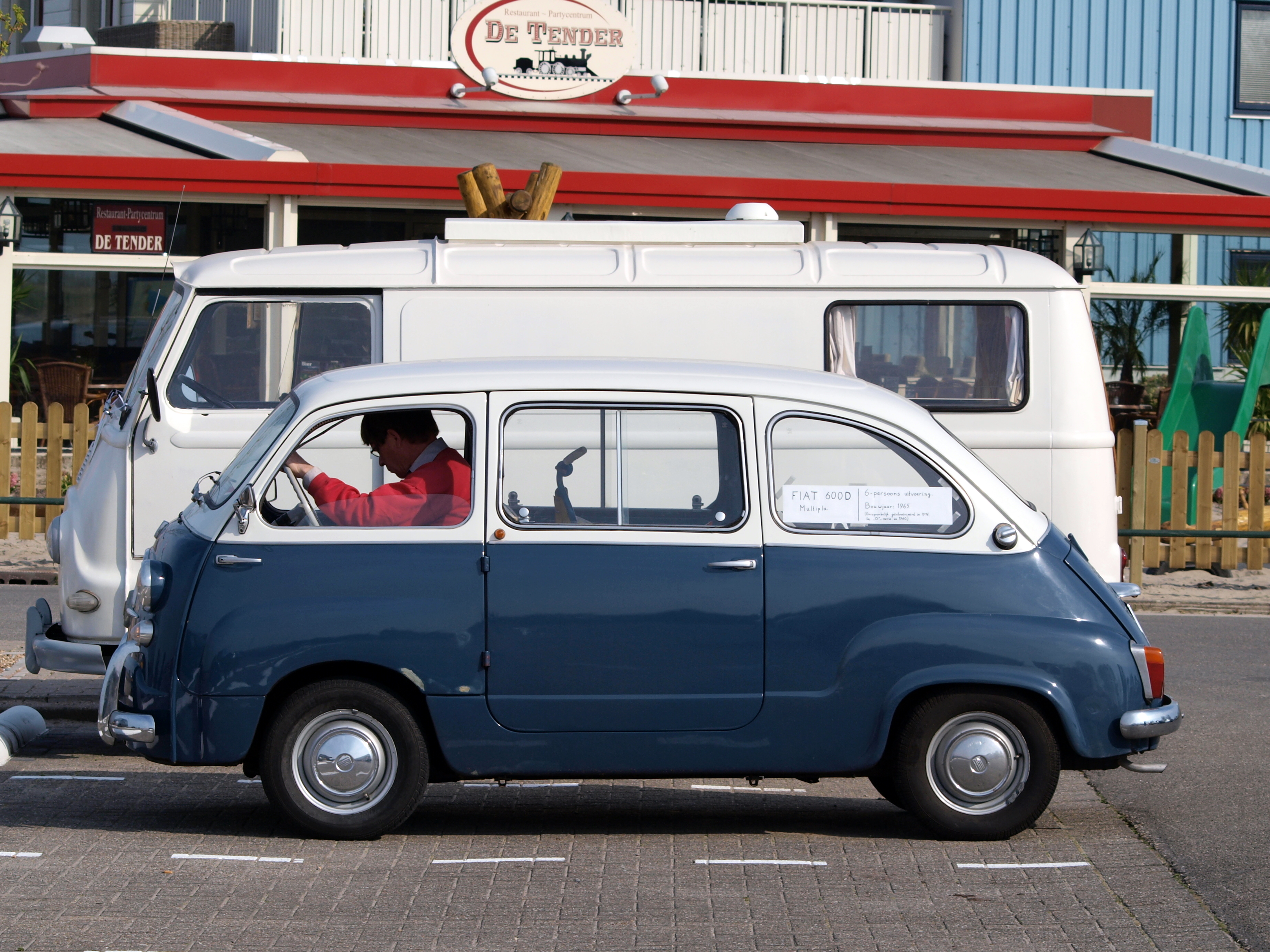 http://upload.wikimedia.org/wikipedia/commons/a/ac/Fiat_600D_Multipla_(1965)_,_Dutch_licence_registration_DM-71-06_pic2.JPG