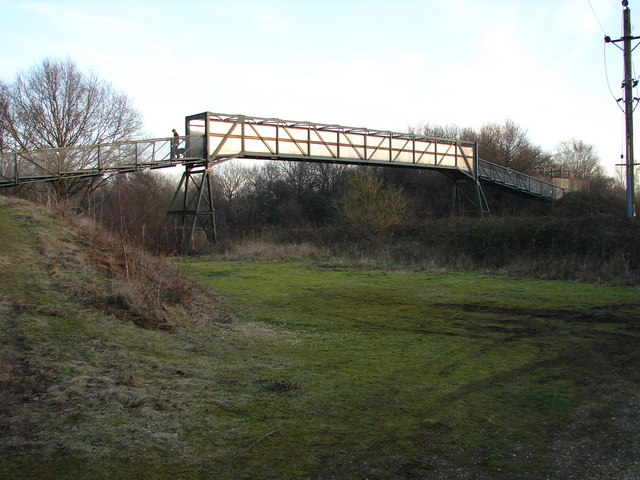 Footbridge over the Railway Line at Whisby Nature Park - geograph.org.uk - 684348