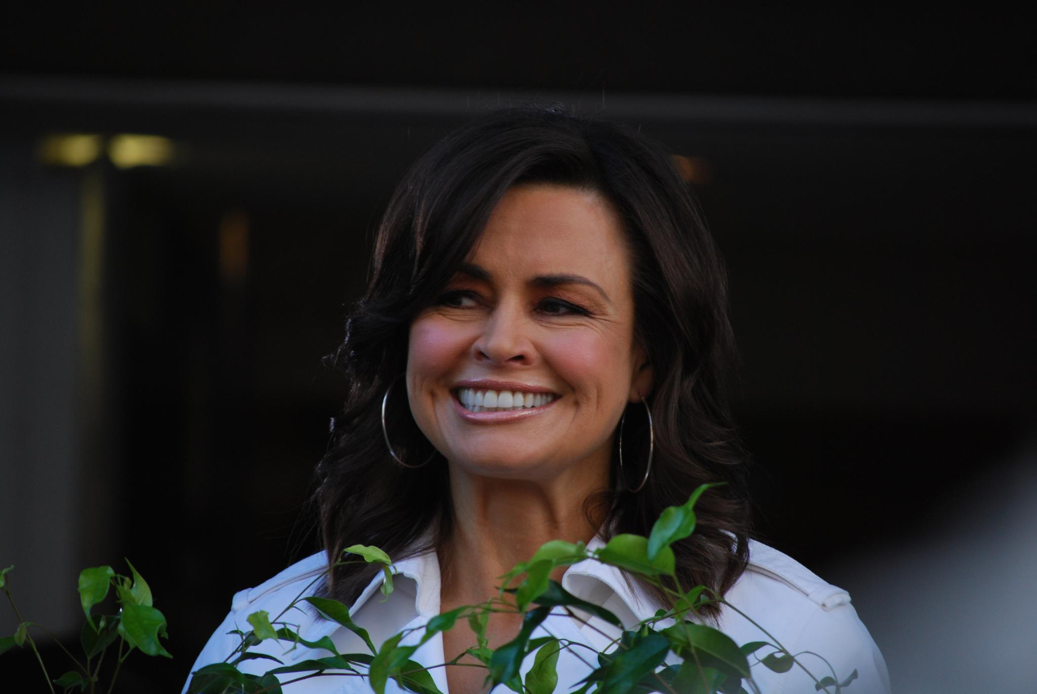 File:Glance - Lisa Wilkinson - Ch9 Today Show, Bourke ...