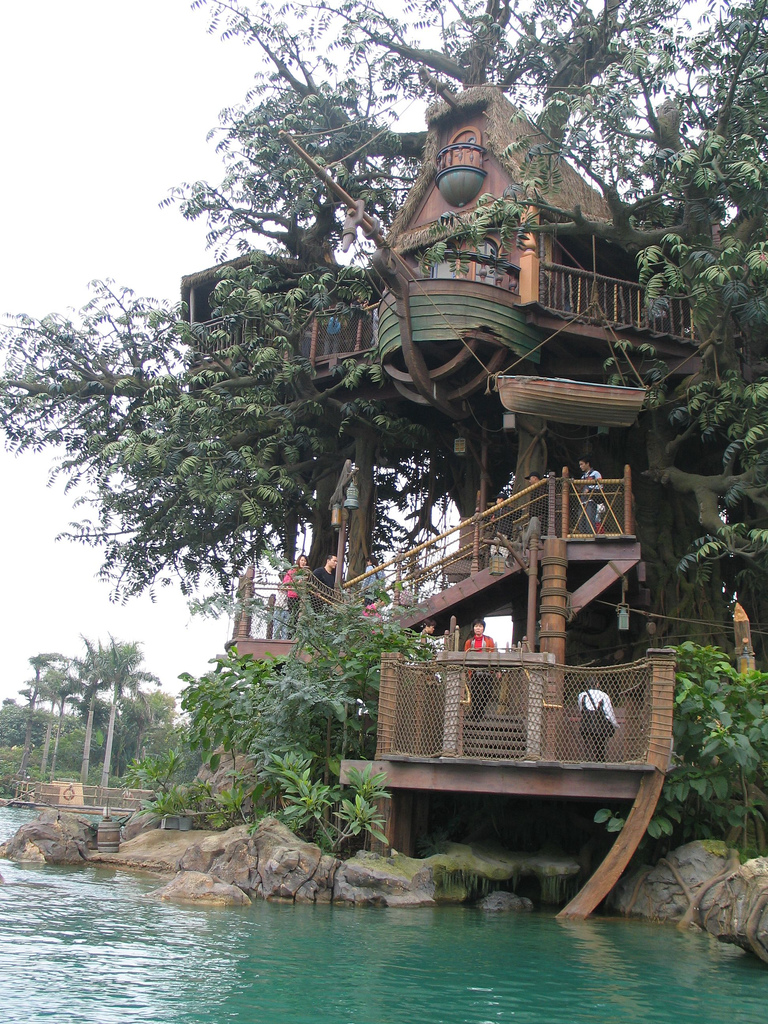 File:HK Disneyland tree house by Dave Q.jpg