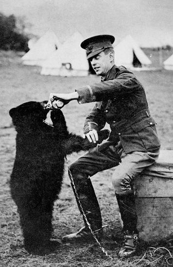Harry Colebourn and Winnie, 1914 (source: Wikipedia)
