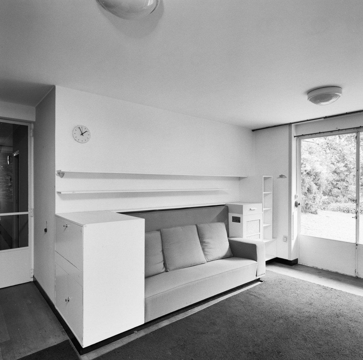 file int begane grond studio met vaste bank en ingebouwde kastjes rotterdam 20319100 rce