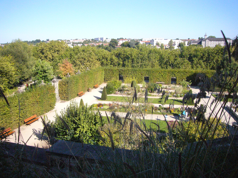 File jardin pratique ev ch de limoges jpg wikimedia commons - Jardin mediterraneen limoges ...