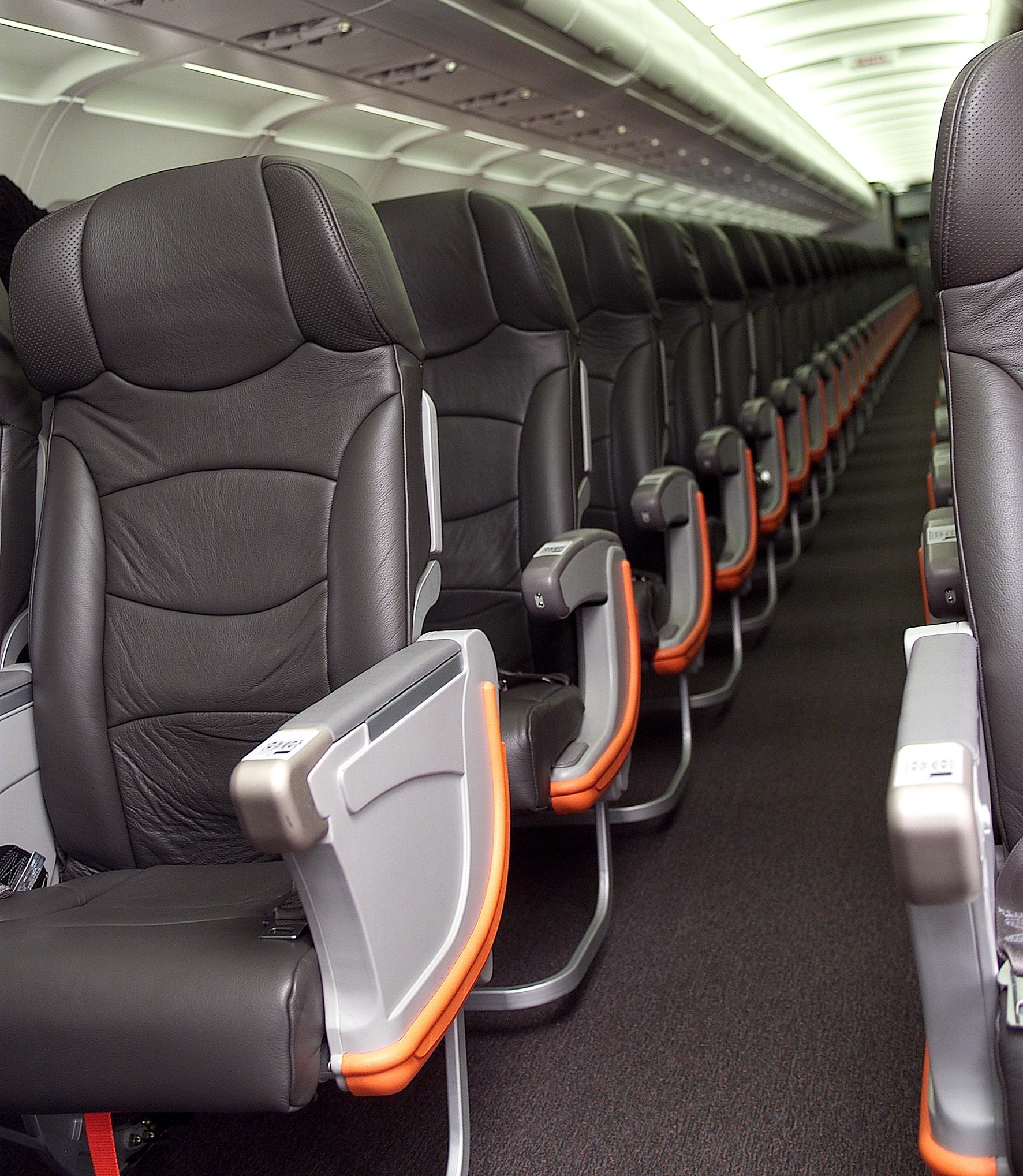 File:Jetstar Airbus A320 cabin interior (6768081223).jpg - Wikimedia ...