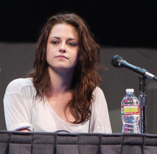File:Kristen Stewart Comic-Con 2011.jpg