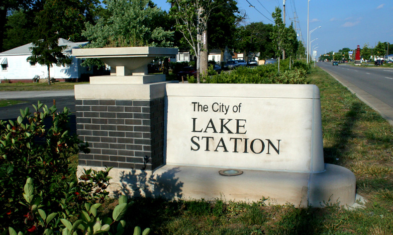 The population density of Lake Station in Indiana is 575.9 people per square kilometer (1491.34 / sq mi)
