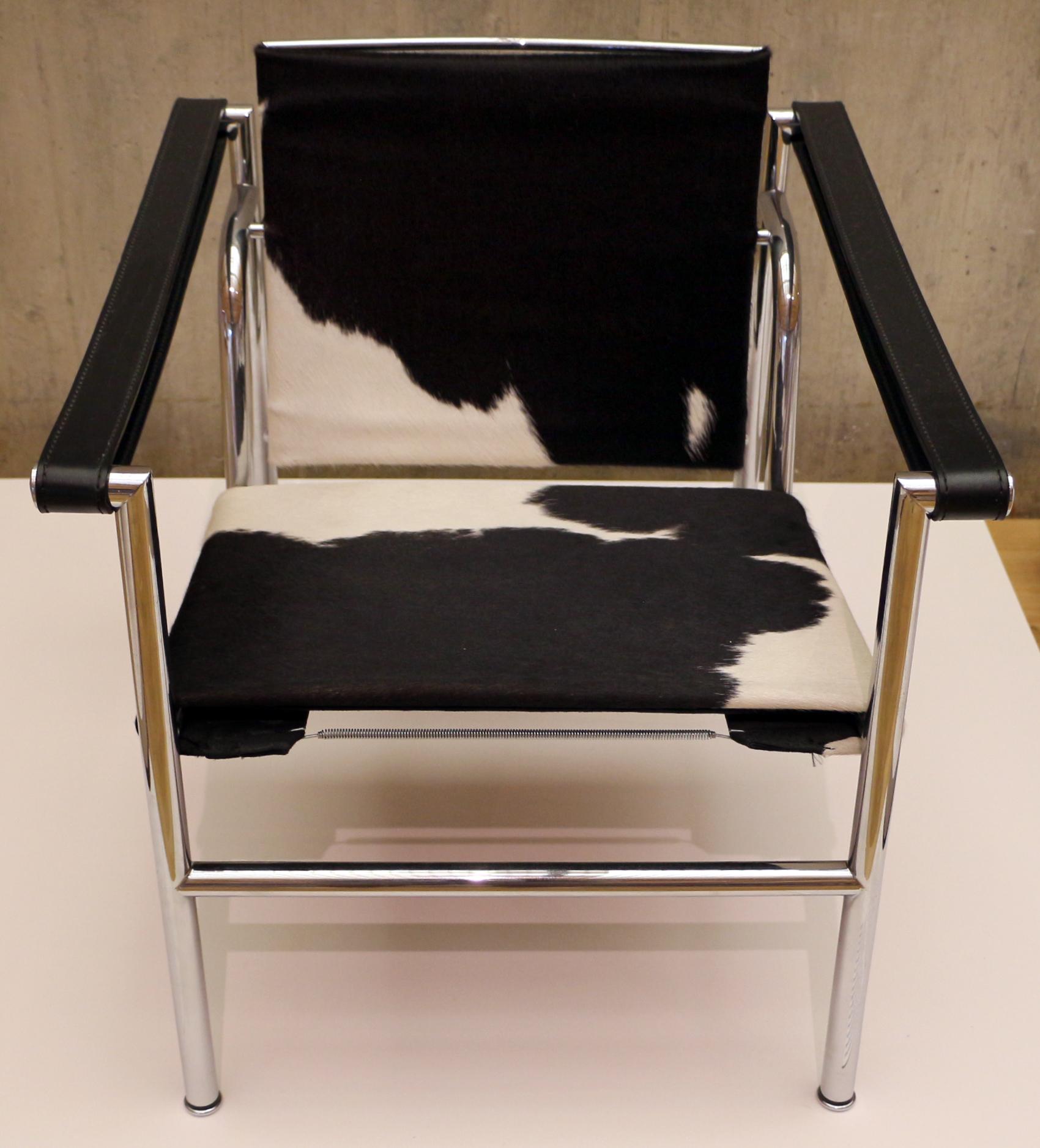 File le corbusier con jeanneret e charlotte perriand sedia basculante modello b301 - Sedia le corbusier ...