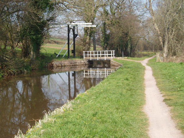 Lift Bridge on the Monmouthshire and Brecon Canal between Cross Oak and Pencelli - geograph.org.uk - 406081