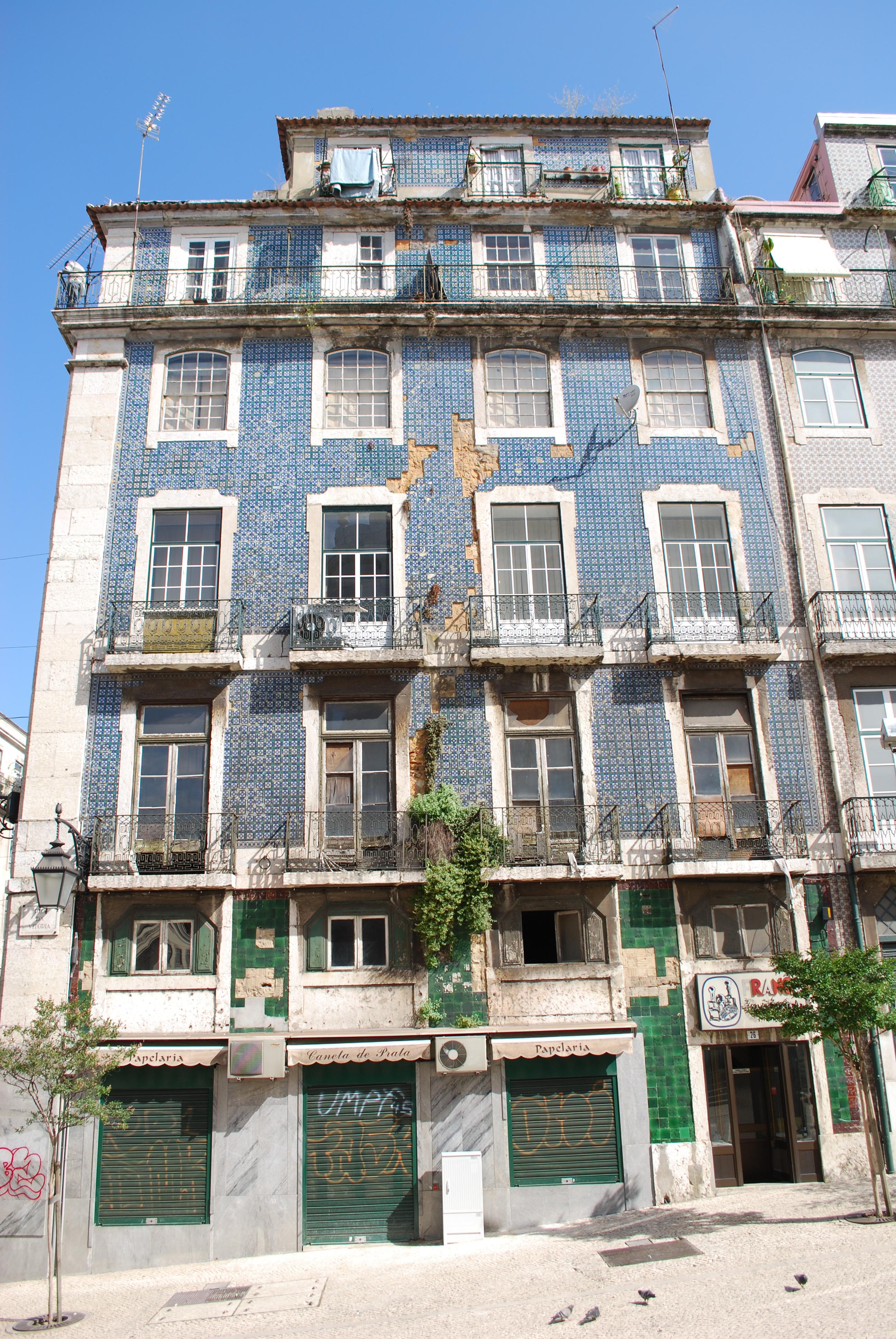 File:Lisboa - Edifício Pombalino (1).jpg - Wikimedia Commons