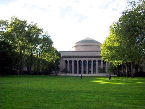 ファイル:MIT-killian.jpg