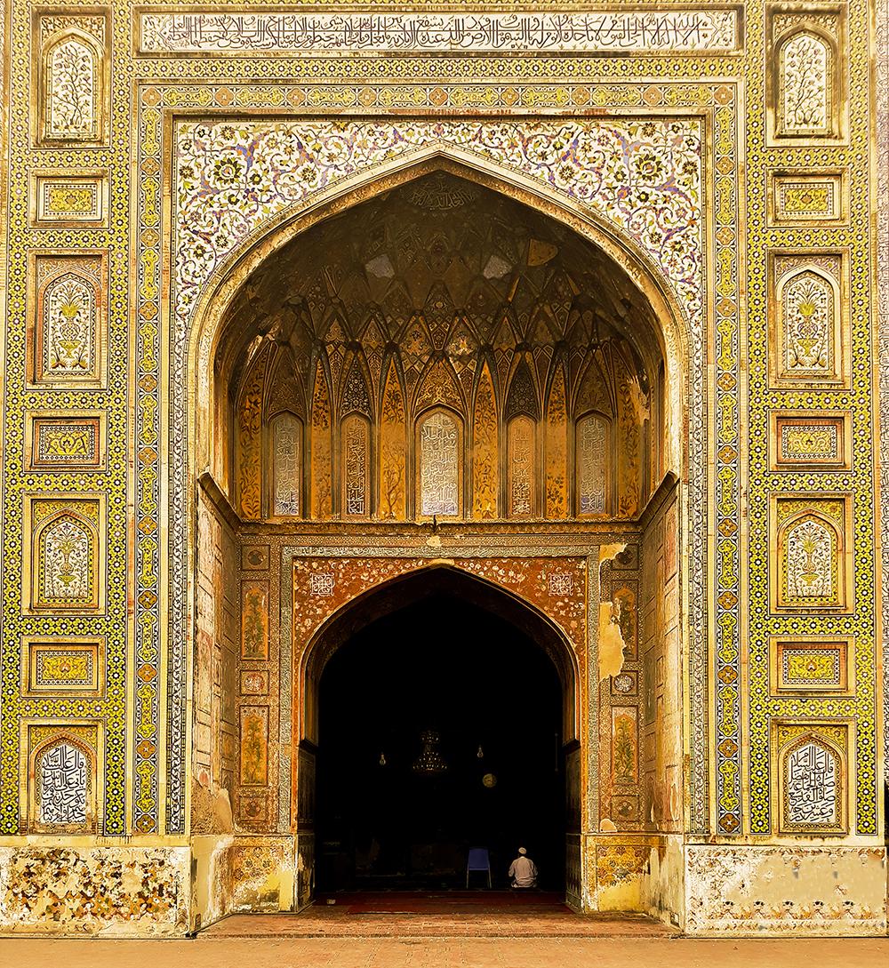 File:Main Hall Entry, Wazir Khan Mosque.jpg