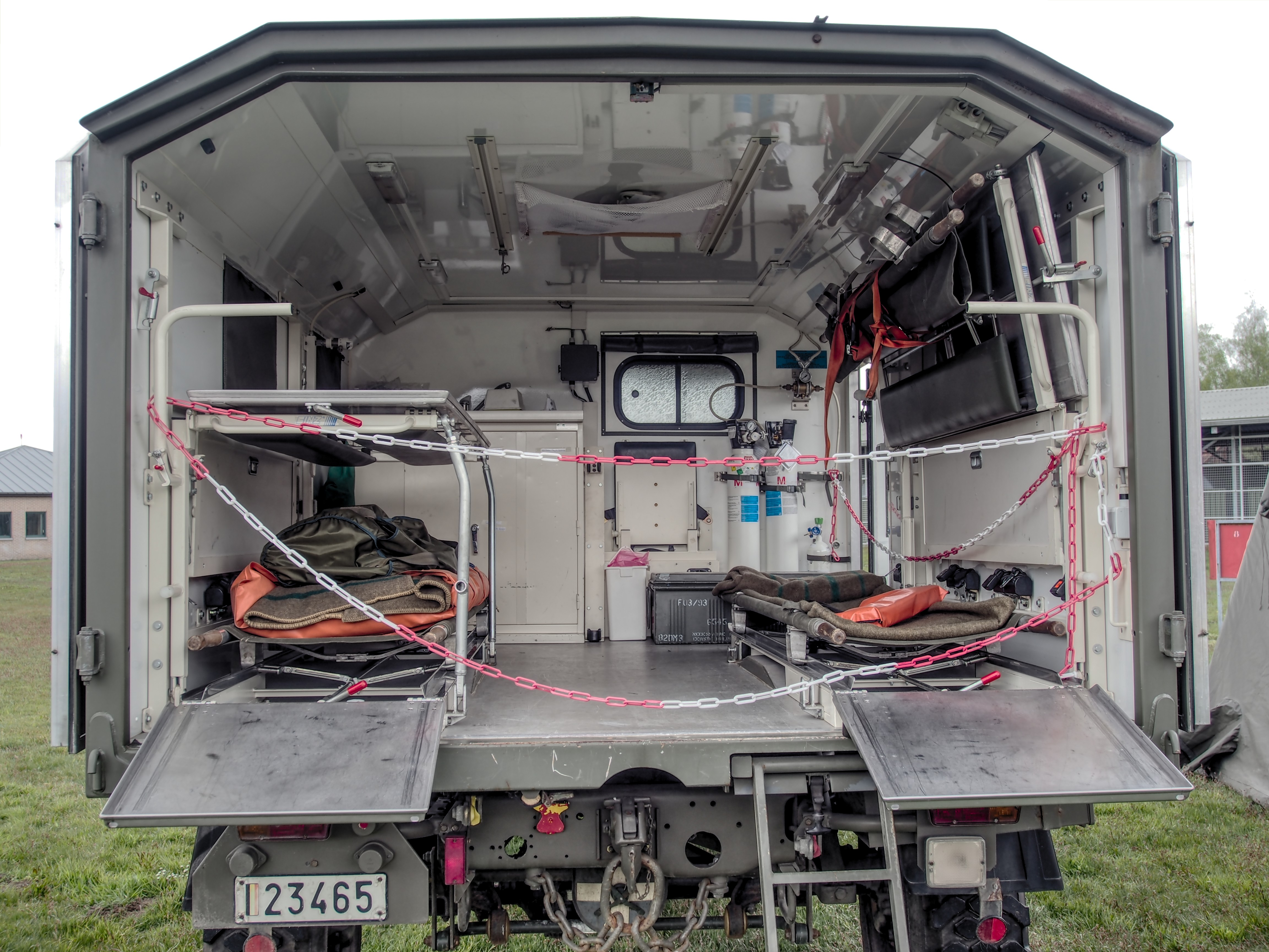 Mercedes Ambulance Wiring Experience Of Diagram Leader Diagrams File Unimog Military At Erfgoeddag 2017 Gunfire Rh Commons Wikimedia Org Interior