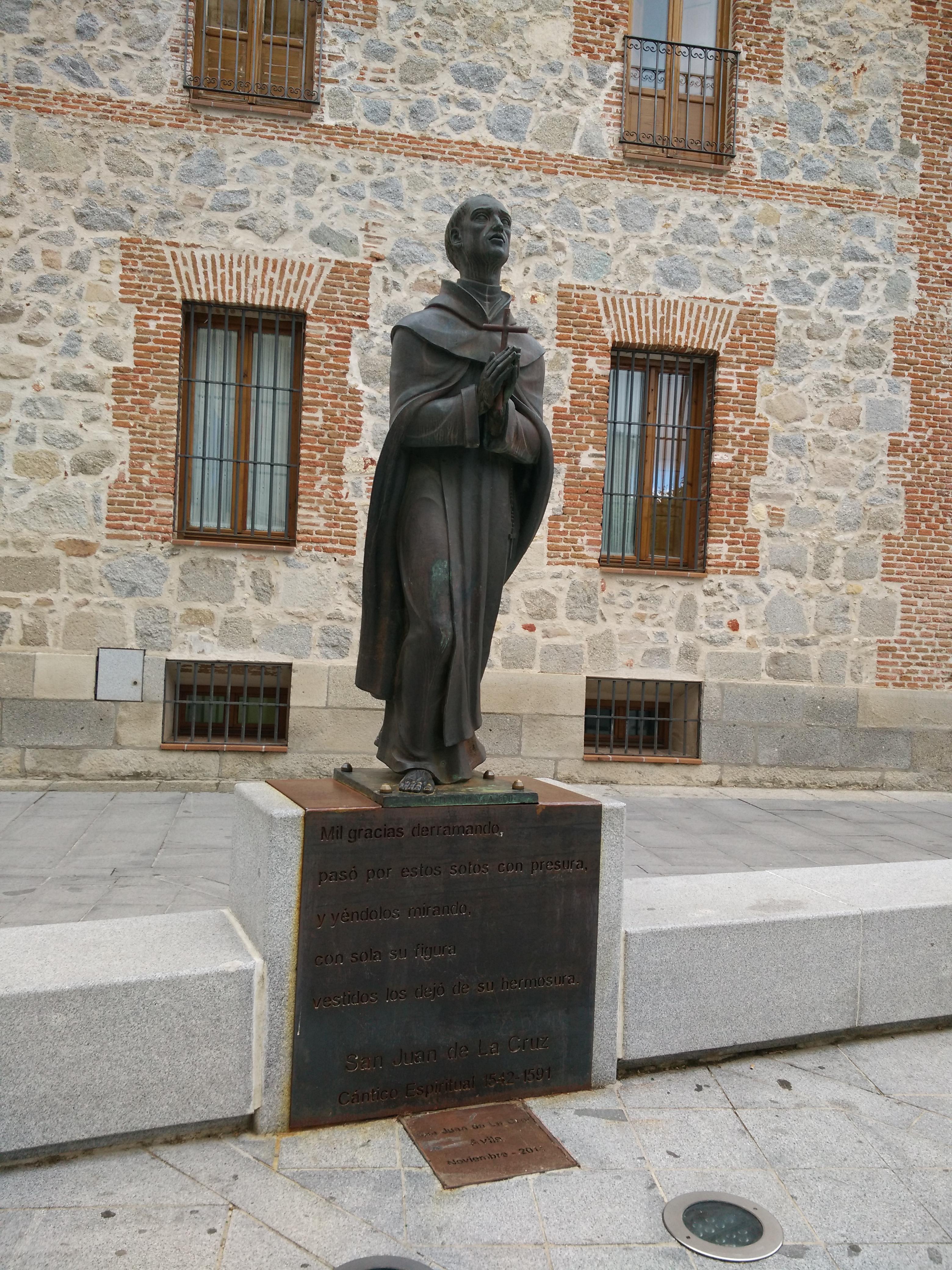 Monumento a San Juan de la Cruz en Ávila