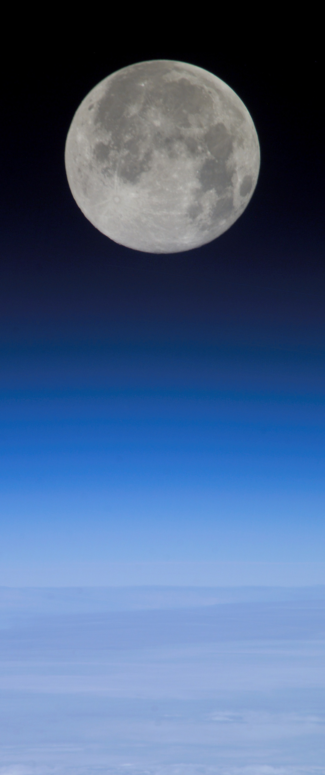 Moon on Earth horizon.png