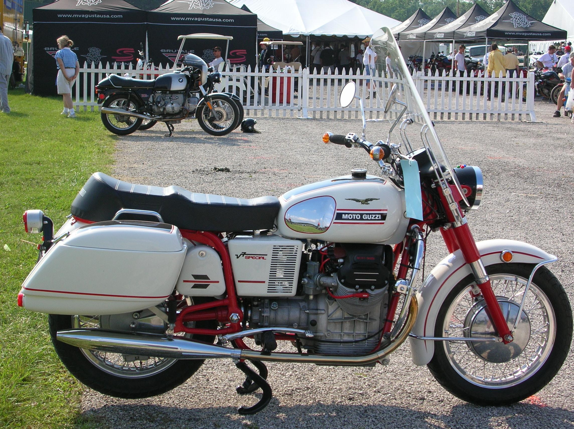 File:Moto Guzzi V7 Special 2.jpg - Wikimedia Commons